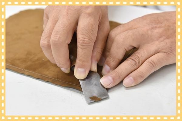 革を薄くすく技術